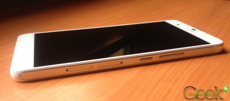 Huawei Honor 6 Plus - right side