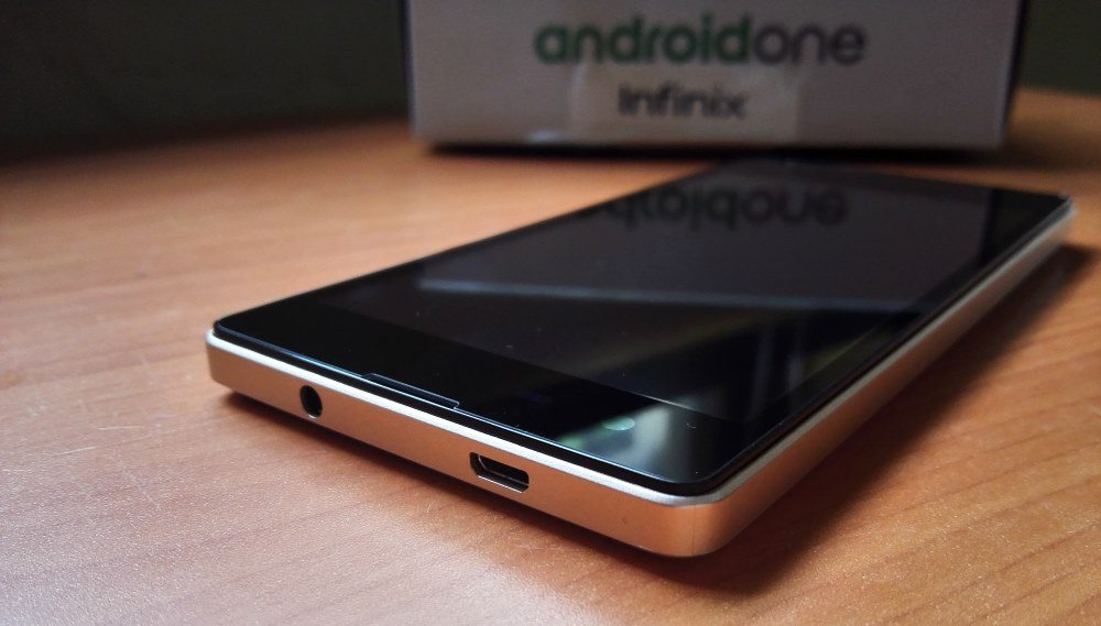 Infinix Hot 2 microUSB port and 3mm earphone jack located at the top of the device