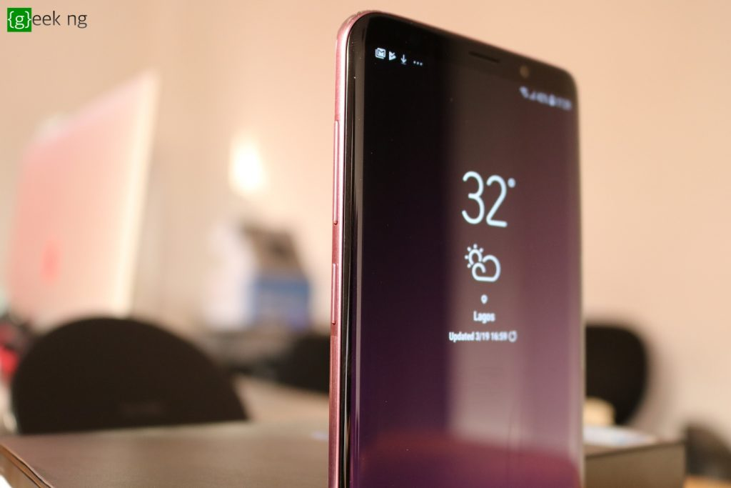 samsung galaxy s9+ left side