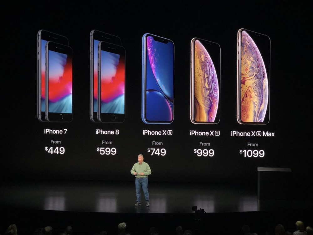 apple announces iphone xs price on stage