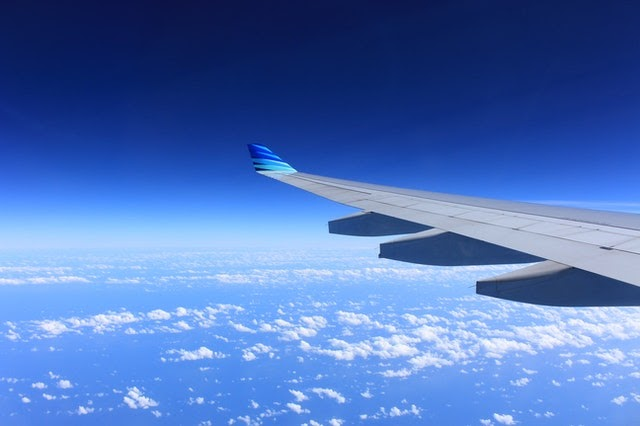 An airplane wing in the sky Description automatically generated with medium confidence